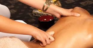 L'attribut alt de cette image est vide, son nom de fichier est Massage-abhyanga.jpg.